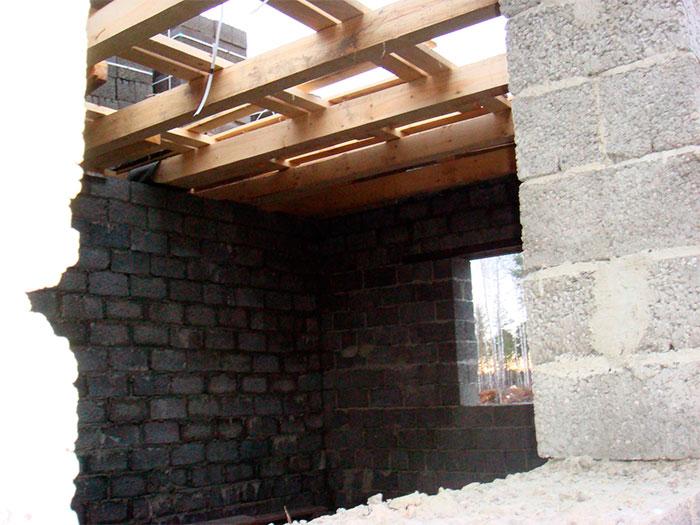 Установка межэтажных перекрытий из дерева
