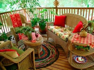 Уютная зона отдыха на веранде