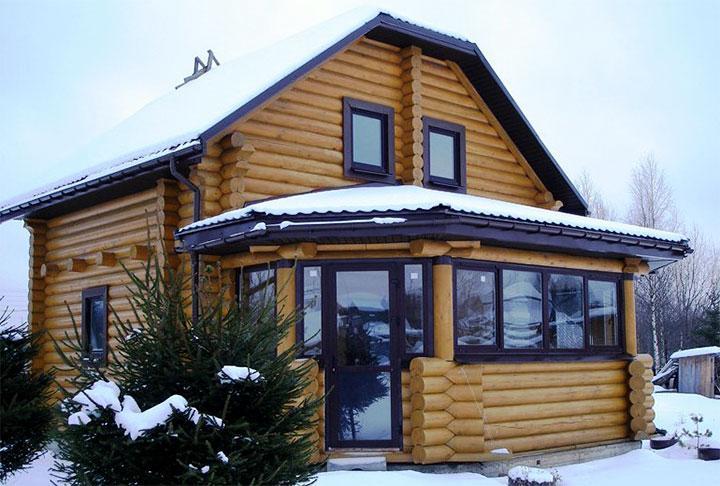 Дом с пристройкой из оцилиндрованного бревна