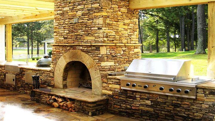 Мангал из камня в летней кухне