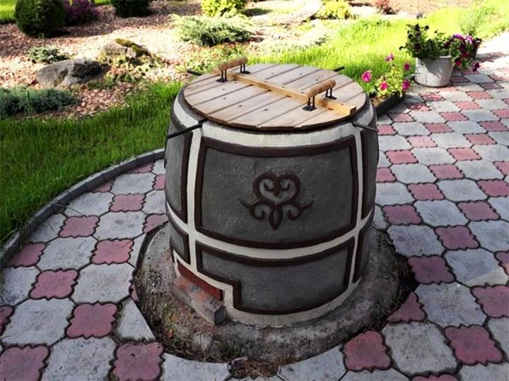 Печь-тандыр во дворе дома