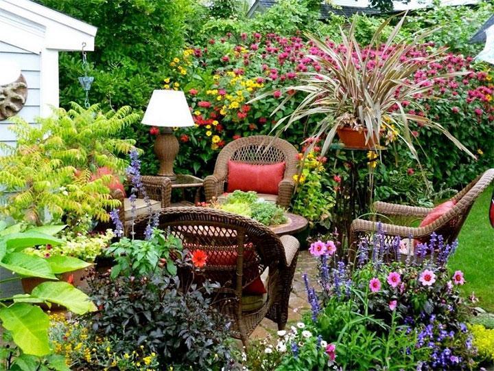 Зона отдыха в саду