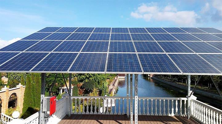 Навес из солнечных батарей