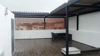 Пергола во дворе дома