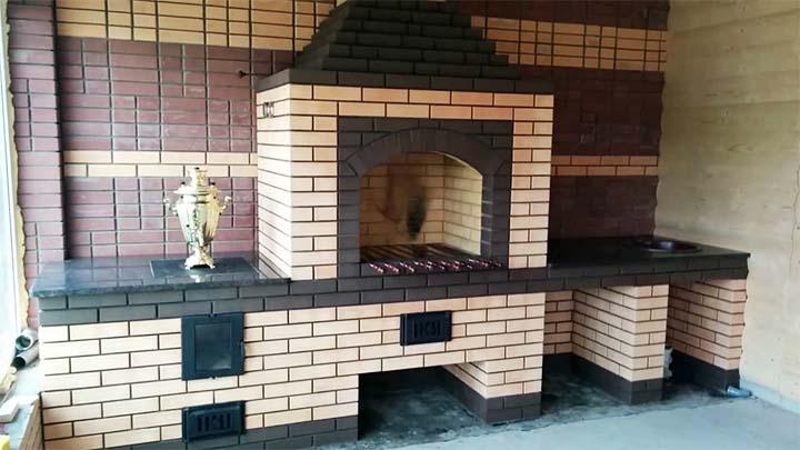 Печь-барбекю во всю стену